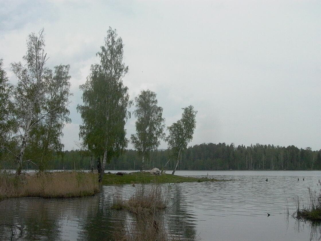 Огромная коса разделяет озеро Большой Агардяш напополам