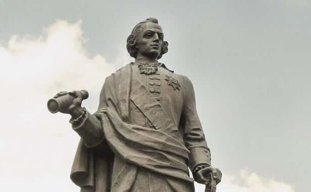 Бронзовый памятник Ивану Ивановичу Неплюеву в Троицке
